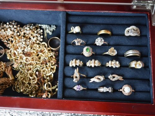 Ignore metals but take ring style into account. You can get away with mixing metals and have the overall look make perfect sense if you stick with the same ring style. In other words: delicate and dainty rings with simple floral, branches, or Celtic designs pair beautifully together, regardless of metal. By the same token, a gold statement ring on your right hand becomes a bigger talking point when you contrast it with a silver statement ring on your left hand.